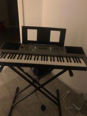 Keyboard mit Ständer YAMAHA PSR-E353