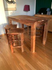 Tisch und 4 Hocker