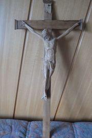 Kruzifix - schöne Schnitzarbeit