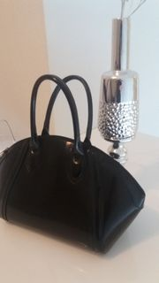 Handtasche In Schwarz Lack NEU -