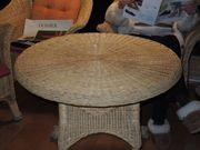 Korb-Tisch und -Stühle