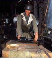 Uniformen Orden Munitionskisten Stahlhelme Dokumente