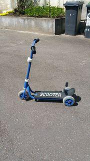 blauer kleiner Scooter