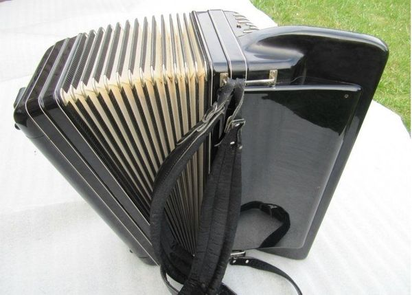 Konzert Akkordeon Morino V M 5 mit Koffer