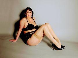 Escort-Damen - Brandneu Reife Christl putzt Nackt