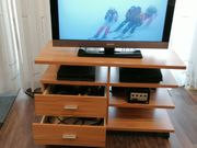 Rollbares TV Regal in Kernbuche