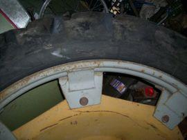 Traktoren, Landwirtschaftliche Fahrzeuge - 1x Pflegereifen 9 5R-48 230
