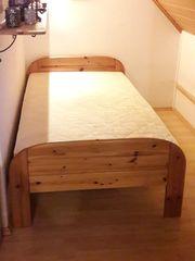 Bett mit Massivholz-Rahmen Liegefläche 100