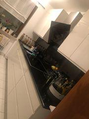 Küche Hochglanz weiß mit Naturstein