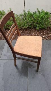 Antiker Holzstuhl zu verkaufen
