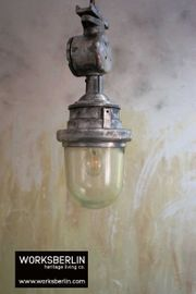 1 25 restaurierte vintage Bunkerlampen