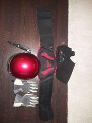 Im Set Handschuhe Helm Nierengurt