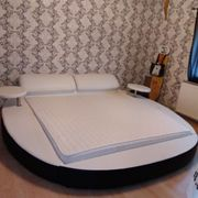 Schönes Doppelbett 200x200 in weiß