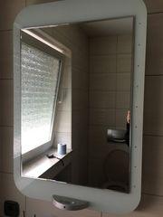 Badspiegel mit Randbeleuchtung
