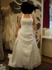Brautkleid mit Perlen und Pailetten