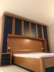 Doppelbett mit integriertem Schrank