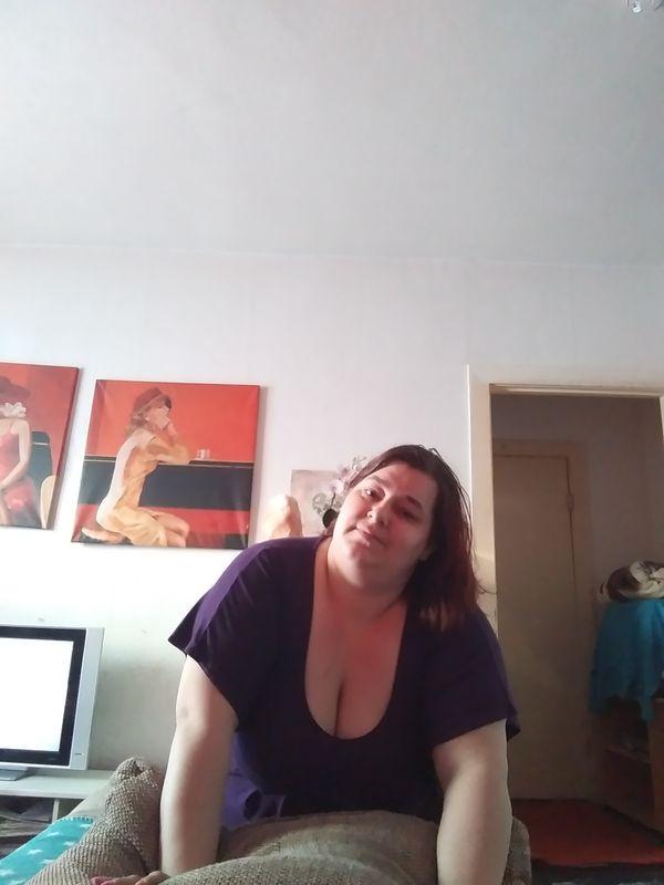 Mollige sie bietet sex gegen