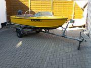 Motorboot Isoltecnica mit Trailer und