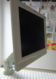 Monitor 17 mit TV-Schwenkarm aus