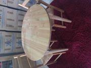 Runder Tisch mit 2 Stühlen