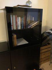 Glasschrank für Bücher DVDs oder