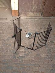 Treppen-Schutzgitter mit Schwingtüre