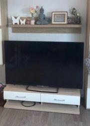 TV Board und Wandregal ohne