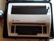 Elektrische Schreibmaschine mit Hartschalenkoffer - TOP