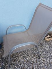 2 stapelbare Stühle