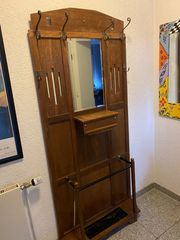 Alte Garderobe mit Spiegel