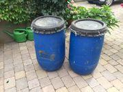 Zwei Kunststoffässer mit Deckel Stabil