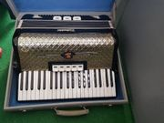 Verkaufe Akkordeon mit Koffer von