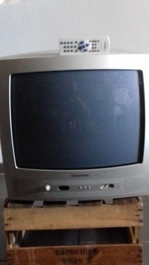 Farb-Fernseher Grundig mit Fernbedienung
