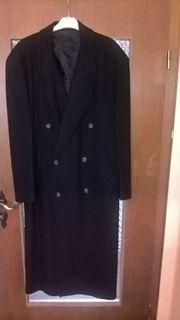 1 schwarzer Mantel in Größe