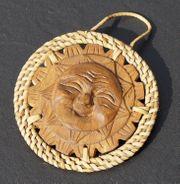 Geschnitzte Sonne aus Holz