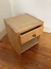 Kleiner Nachttisch von rs-Möbel natürliche