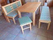 Sitzecke Bänke und Tisch