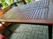 Gut erhaltener Gartentisch und 4