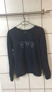 dunkelblauer Pullover mit Aufstickung