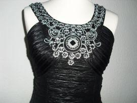 Festliche Abendbekleidung, Damen und Herren - Schwarzes verführerisches Kleid mit Deko-Steinen