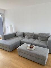 Elektrisch verstellbare Sofagarnitur mit Hocker