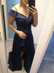 Blaues wunderschönes Abendkleid