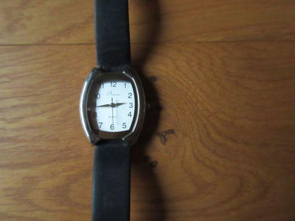 Armbanduhr mit großen Ziffern