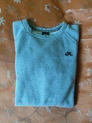 5 sehr gut erhaltene Sweatshirts