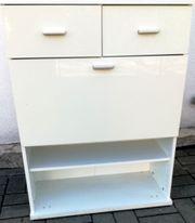 Weißer geräumiger Schuhschrank mit Schubladen