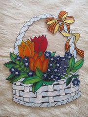 Frühlingskorb weiß hellblau mit Tulpen