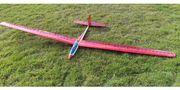 Modell-Segelflugzeug mit Motoraufsatz