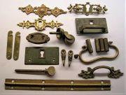 antike Möbelbeschläge Restteile aus Messing