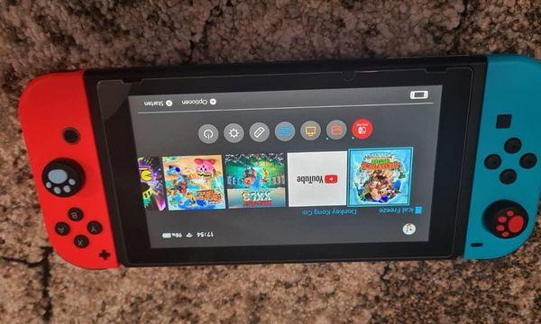 Nintendo Switch mit den Zubehör
