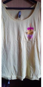 T-shirts und Hosen